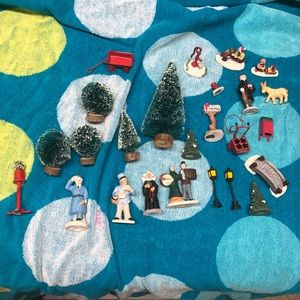 Christmas village people and accessories bundle
